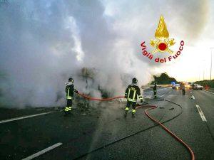 Roma - Incendio autobus Atac sul Gra