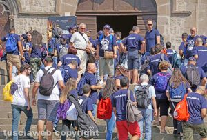 Viterbo - Turisti a Palazzo dei Papi