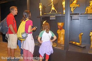 Viterbo - Turisti alla mostra di Tutankhamon