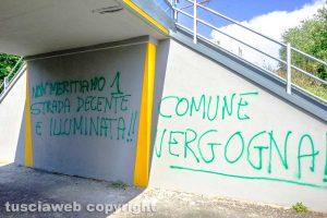 Viterbo - La scritta sotto il ponte della ferrovia in strada Capretta