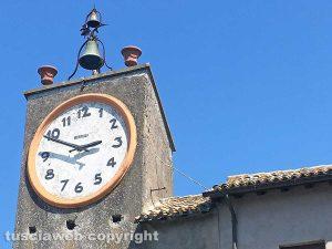 Capodimonte - L'orologio del centro storico visto dal Palazzo Farnese