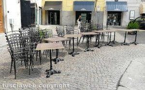 Viterbo - Le sedie incatenate a piazza delle Erbe