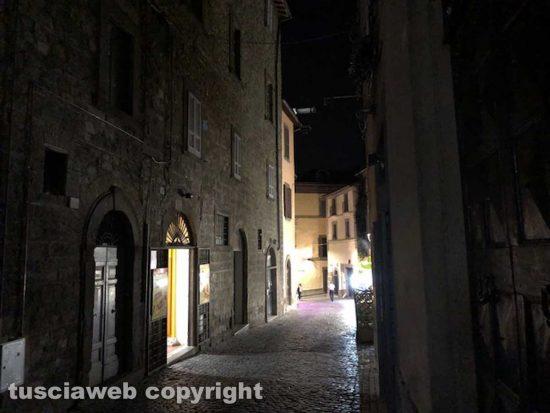 Viterbo - Via San Lorenzo al buio o quasi