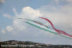 Air show - Le Frecce tricolori sorvolano il lago di Bolsena