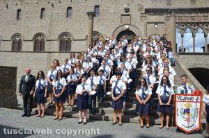 La banda di Vejano sulla scalinata del Palazzo dei Papi