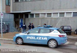 Viterbo - La polizia all'ospedale di Belcolle