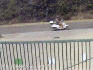 Tuscania - Omicidio Angelo Gianlorenzo - Aldo Sassara sul motorino mentre torna dalla campagna