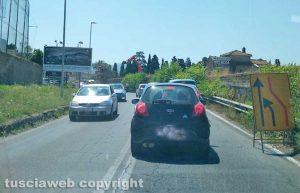 Viterbo - Auto in coda sulla Cassia nord