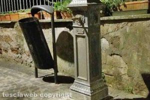 Capranica - la fontanella nella piazzetta della Penna