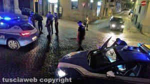 Viterbo - Centro storico - Maxirissa a San Faustino - Intervento di polizia e carabinieri