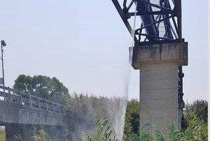 Tarquinia - Perdita d'acqua sul ponte del Mignone