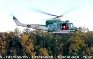 Uomo caduto in dirupo a Barbarano Romano - Salvato dai vigili del fuoco con l'elicottero