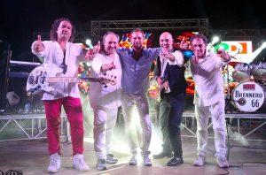 Quinto Mazzoni sul palco con i musicisti
