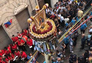 L'assessore De Carolis alla Faradda dei Candelieri di Sassari
