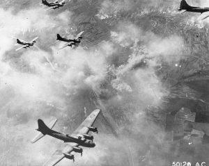 Formazione di B-17 sopra Schweinfurt in Germania il 17 agosto 1943