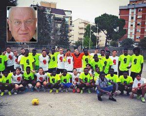Viterbo - L'incontro di calcio tra i richiedenti asilo e gli animatori della Verità - Nel riquadro: Il vescovo Lino Fumagalli