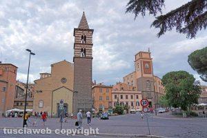 Viterbo - Chiesa degli Almadiani e piazza dei caduti