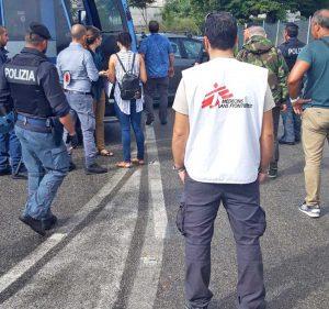 Roma - Medici senza frontiere - I controlli ai migranti