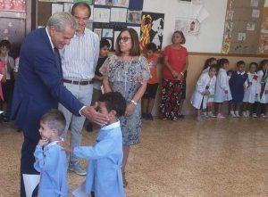 Il sindaco Giovanni Arena e l'assessore Micci alla scuola di Grotte Santo Stefano