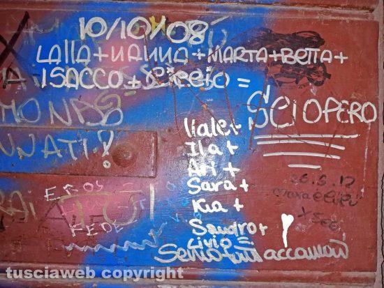 Viterbo - Graffiti e scritte sui muri