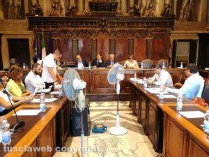 Viterbo - Consiglio comunale straordinario sui rifiuti