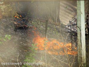 Orte - Incendio vicino alla ferrovia
