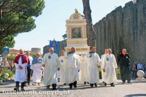 Viterbo - La processione del patto d'amore con l'immagine della madonna della Quercia