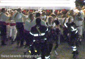 Viterbo - Santa Rosa - Paura durante il trasporto di Gloria - Il fotografo Rodolfo Morbidelli cade sotto la macchina