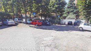 Viterbo - Auto parcheggiate in via Monte Cervino