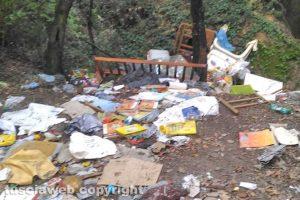 Vetralla - I rifiuti lungo strada Primonio