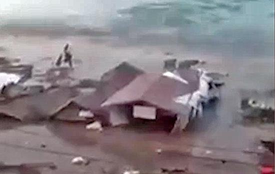 Tsunami in Indonesia, bilancio vittime sale a 384