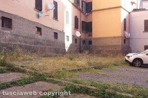 Viterbo - Erbacce e incuria in via Sant'Agostino e via Santa Rita