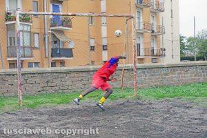 Viterbo - La partita di calcio con i migranti