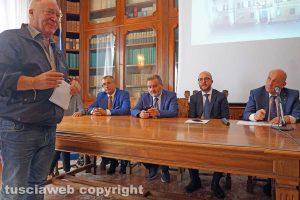 Viterbo - Il sindaco Fabio Menicacci durante l'incontro in Prefettura