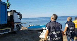 Civitavecchia - La rimozione delle barche