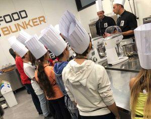 Le lezioni di cucina ai ragazzi al Food Bunker