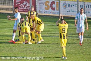 Sport - Calcio - Viterbese - L'esultanza dei gialloblù dopo il gol di Polidori