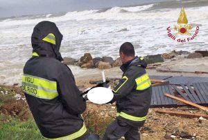 Santa Marinella - Cadavere in mare recuperato dai vigili del fuoco