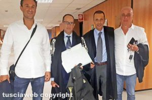 Tribunale - Gli ex sindaci Cuzzoli (a sinistra) e Sangiorgi (a destra) dopo la sentenza d'assoluzione