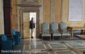 Viterbo - Comune - Il sindaco Arena esce dalla riunione