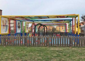 I giochi all'aperto del Nido a colori coperti