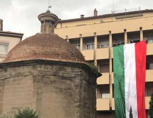 Viterbo - Il Tricolore esposto da Fratelli d'Italia