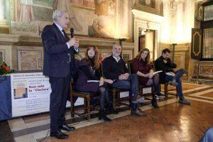 Da sinistra il sindaco Arena, la giornalista Mechella Monaldi, l'autore Olmi, i giornalisti Pierini e Ricucci