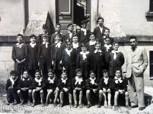 La IV elementare nel 1950 alle scuole Principe di Napoli in via Vetulonia