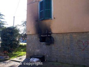 Incendio al Carmine - L'esterno della cantinetta dove è avvenuta la tragedia