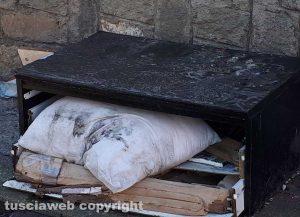 Incendio al carmine - Quello che resta annerito dal fumo