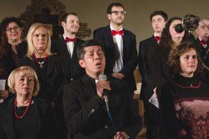 Don Dante e il coro della Sacra Famiglia