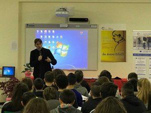 Soriano nel Cimino - L'incontro di don Coluccia con gli studenti