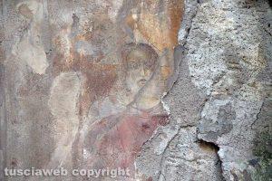 Viterbo - L'affresco della Trinità in via Saffi