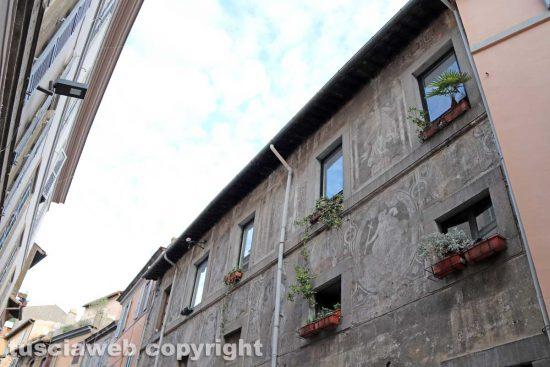 Viterbo - La facciata graffita in via Annio